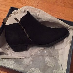 Size 7 ankle boots, never worn